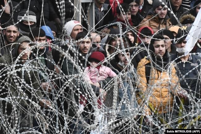 Беженцы из Сирии и других стран на турецко-греческой границе, 2 марта 2020 года
