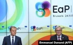 Президент Європейської ради Дональд Туск та президент Єврокомісії Жан-Клод Юнкер на прес-конференції після саміту «Східного партнерства». Брюссель, листопад 2017 року