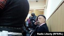 Валерий Борщев в ожидании у зала суда. 2 октября 2012