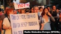 Протести во Скопје поради поскапувањата на струјата, парното и горивата.