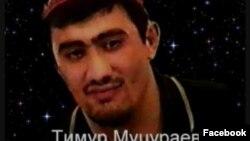 Социалан машанашкахь жигара яржорашю Муцураев Тимуран эшарш. Маршо Радион архивера сурт.