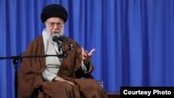 سیزدهم آبان در خدمت توجیه سیاستهای آمریکاستیزی خامنهای