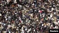 Утренняя молитва на площади Тахрир в Каире