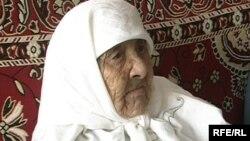 Қазақстанның ең қарт тұрғыны, 130 жасар Сахан Досова Қарағандыда тұрады. 12 наурыз. 2009 жыл.
