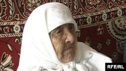 Старейший житель Казахстана, 130-летняя Сахан Досова. Караганда, 12 марта 2009 года.