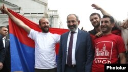 Armenian Prime Minister Nikol Pashinian (center) visits Nagorno-Karabakh on May 9.