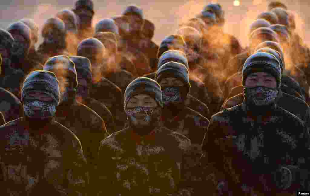 Chinese paramilitary policemen take part in a winter training in Shenyang, Liaoning Province. (Reuters)
