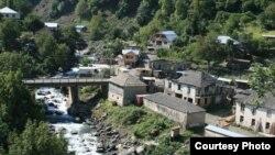 Из-за огромного каскада гидроэлектростанций под водой окажется значительная часть территории Сванети, в том числе и историческое село Хаиши