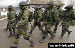 Окупація Криму Росією. Російські військові. Перевальне, Крим. 20 березня 2014 року