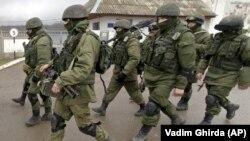 Marš ruskih vojnika ispred baze, Krim