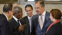 UN-Arab League special envoy Kofi Annan (second from left) speaks with Russian Foreign Minister Sergei Lavrov (second from left), UN Secretary-General Ban Ki-moon (left), and European Union foreign policy chief Catherine Ashton (right) at the start of a c