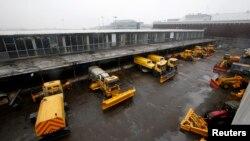 Снегоуборочные машины в аэропорту Внуково