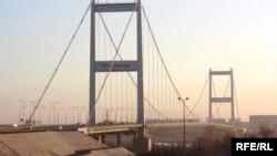 Мост в Семее через реку Иртыш. Иллюстративное фото.