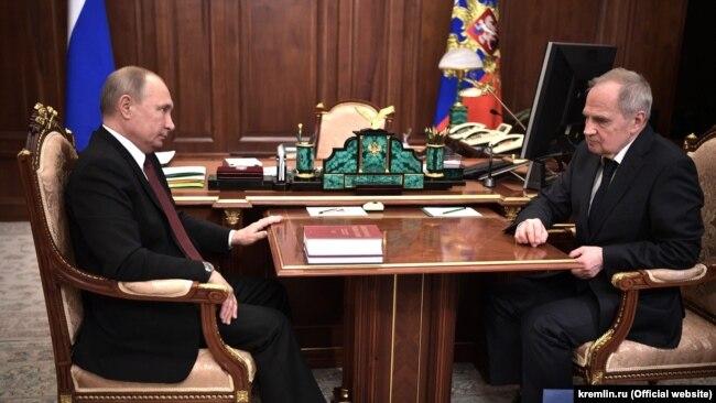 Владимир Путин и председатель Конституционного Суда России Валерий Зорькин