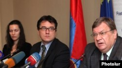 Armenia -- Head of the EU Delegation to Armenia Traian Hristea (c) at a press conference. Yerevan, 22Oct., 2012