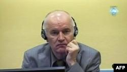 Ратко Младич Гаага халықаралық сотында отыр. 3 маусым 2011 ж.