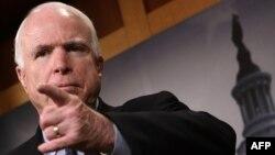 Американский сенатор Джон Маккейн, считающий, что законопроект США о расходах выгоден Путину.