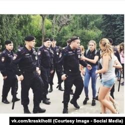 Полиция и участники фестиваля