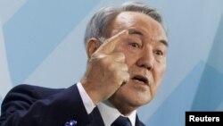 Қазақстан президенті Нұрсұлтан Назарбаев баспасөз мәслихатында. Берлин, 8 ақпан 2012 жыл.