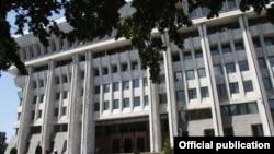 Здание Жогорку Кенеш и администрации президента.