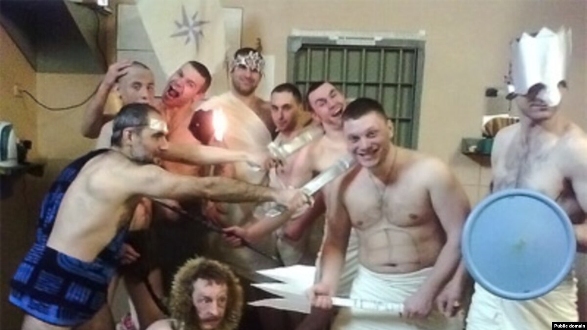 pornovideo-tyurma-russkaya