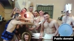 Prisoners don Roman-style togas at Serpukhov jail outside Moscow to celebrate the birthday of crime boss Anton Kuznetsov.