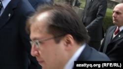 Ілияс Омаров, Қазақстан сыртқы істер министрлігінің баспасөз хатшысы. Кабул, 29 қараша 2009 жыл.