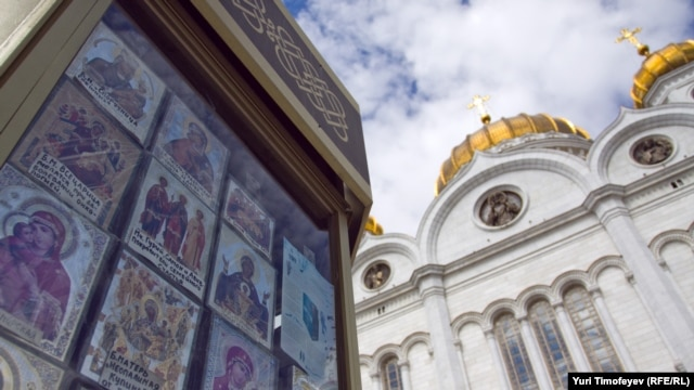 Shops near the Christ the Savior Cathedral in Moscow.