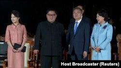 Лідери Північної і Південної Кореї з дружинами, 27 квітня 2018 року