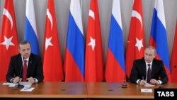 Түркия президенти Режеп Тайип Эрдоган менен Орусиянын президенти Владимир Путин.