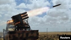 Войска Каддафи обстреливают позиции повстанцев, 31 марта 2011 г