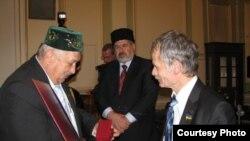 Ежи Шахуневич(с) һәм Кырымтатар Милли Мәҗлесе рәисе Мостафа Җәмилев