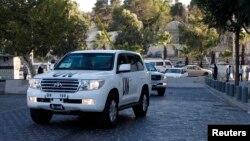 Konvoji i makinave të OKB-së me inspektorët e armatimit kimik duke u kthyer nga një kontroll në hotelin e tyre në Damask