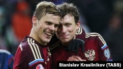 Russian soccer players Aleksandr Kokorin (left) and Pavel Mamayev (file photo)