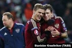 Александр Кокорин и Павел Мамаев в составе сборной России во время отборочных матчей к Евро-2016