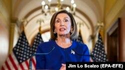 Голова Палати представників і лідер демократів у цій палаті Конгресу Ненсі Пелосі оголосила про початок розслідування на пресконференції у вівторок, 24 вересня 2019 року