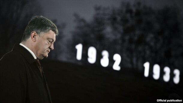 Ukrainian President Petro Poroshenko pays his respects to victims during events dedicated to the Holodomor in Kyiv on November 26.