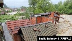 Voda odnijela kuću u Bratuncu