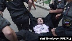 Moskë: Përplasje e arrestime në gay parade