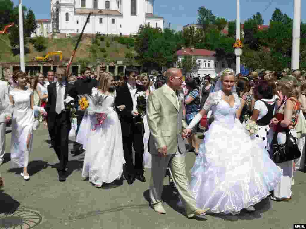 25 чэрвеня - У Віцебску ўпершыню правялі «Парад нявестаў» — як асобную імпрэзу ў межах сьвяткаваньня Дня гораду.