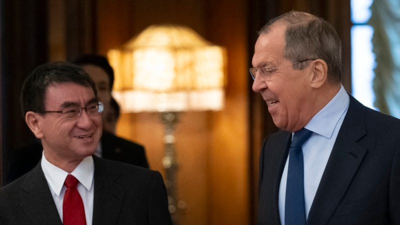Lavrov Talks Tough At Meeting With Japan On Disputed Islands