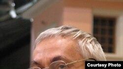 "Олег Чухонцев. [Фото — <a href=""http://gallery.vavilon.ru"" target=_blank>«Лица русской литературы»</a>]"