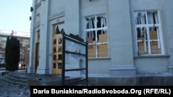 Razbijeni prozori i vrata na jednoj od zgrada administracije, Čerkasi, Ukrajina