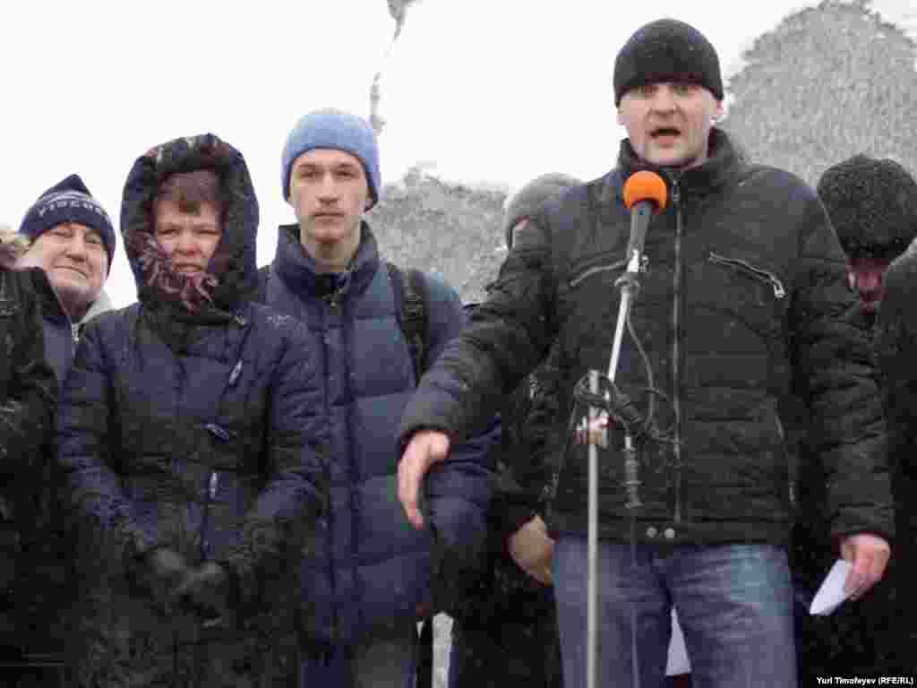"""Выступление Сергея Удальцова было посвящено предвыборным обещаниям """"Единой России"""" в 2002 и реальному положению вещей"""