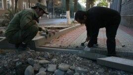 Жители Цхинвала обеспокоены заявлением мэра югоосетинской столицы, который пообещал изъять земельные участки в черте города, если они не будут расчищены и приведены в порядок арендаторами