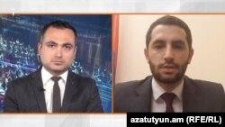 Депутат правящей фракции «Мой шаг» Рубен Рубинян (справа) беседует с журналистом Радио Азатутюн Карленом Асланяном, Ереван, 21 мая 2020 г.