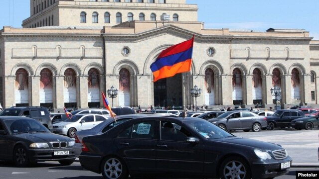 Armenia - Activists protesting against pension reform drive through Yerevan in a convoy of cars, 20Mar2014.