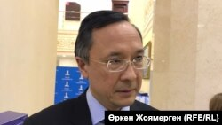 Министр иностранных дел Казахстана Кайрат Абдрахманов отвечает на вопросы журналистов. Астана, 16 ноября 2017 года.