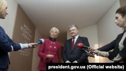 Президент України Петро Порошенко і директор-розпорядник МВФ Крістін Лаґард. Давос, 24 січня 2018 року