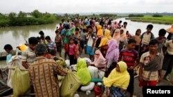 Представители народа рохинджа на границе с Бангладеш
